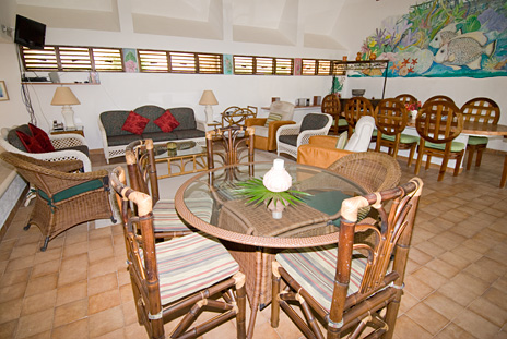 Overview of living area at Azul Riviera 4 BR Akumal vacation rental villa