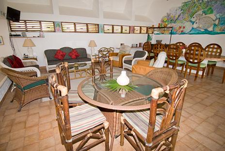 Overview of living area at Azul Riviera 4 BR Akumal vacation rental villa