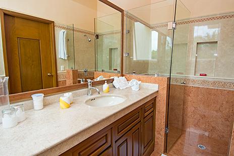 Villa Gauguin bath
