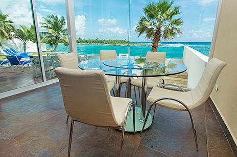 Villa Gauguin informal dining