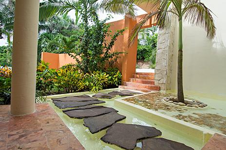 Villa Gauguin entry way