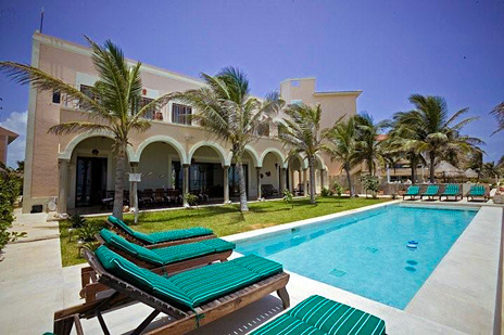 Oceanside swimming pool at Hacienda del Mar vacation rental home on the Riviera Maya