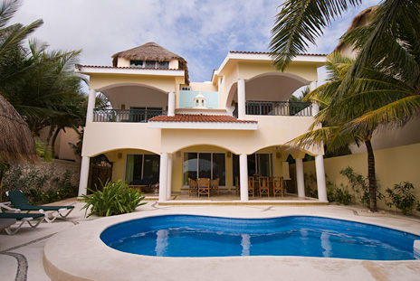Exterior and pool view of Villa Iguana Soliman Bay vacation rental villa