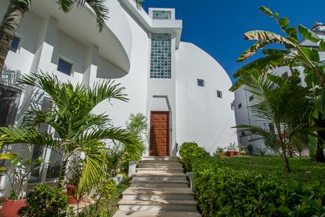 Dos Jaguares vacation rental villa  in South Akumal has a stunning design