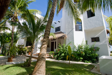 Front view of Casa Magica 5 BR luxury vacation villa on Jade Bay