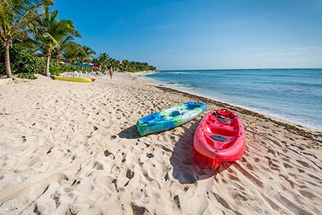 Kayaks on the beach at Casa Magica 5 BR luxury vacation villa on Jade Bay