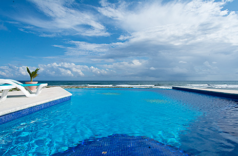 Oceanfront swimming pool of Villa Nah Hah rental home in Akumal