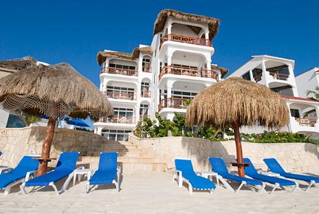 Exterior view of Playa Caribe Akumal Vacation Rental Condos on Half Moon Bay