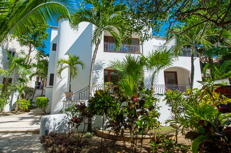 Exterior of Los Primos South Akumal vacation rental villa