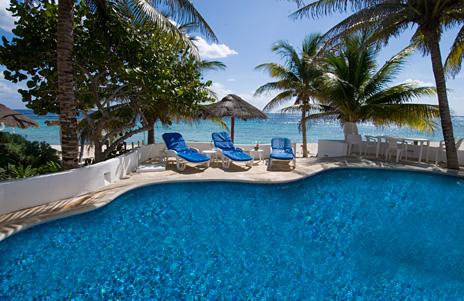 Private swimming pool at Casa Salvaje Akumal Aventuras vacation rental property