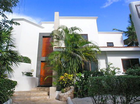 Front view of Villa Texana on the Riviera Maya