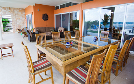 The outdoor patio dining area seats 10 at Villa de Vallhalla Akumal luxury vacation rental villa
