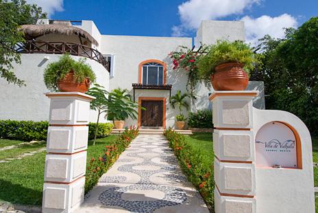 Front exterior of Villa de Vallhalla 6 bedroom vacation rental villa in Akumal