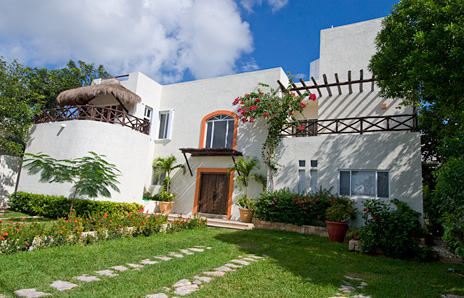 Manicured garden of Villa de Vallhalla 6 bedroom vacation rental villa in Akumal