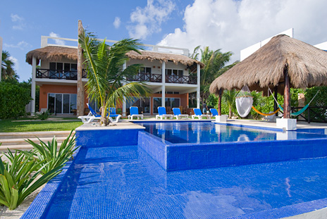 2 level swimming pool at Villa de Vallhalla 6 bedroom vacation rental villa in Akumal