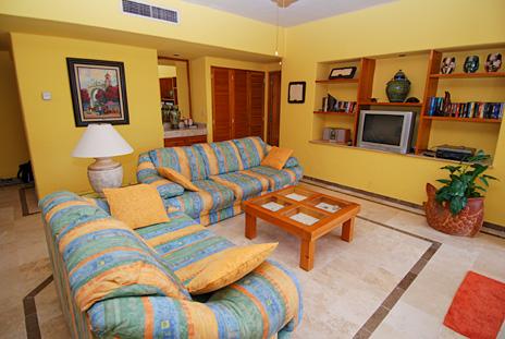 Living area at Villa del Mar rental condo, Puerto Aventuras