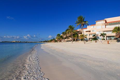The amazing beach in front of Villa del Mar vacation condos in Puerto Aventuras, Mexico
