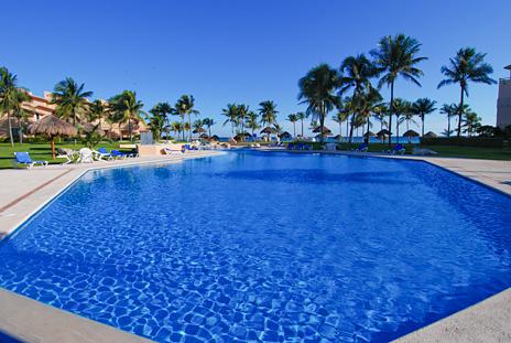 Swimming pool at Villa del Mar luxury rental condos on the Riviera Maya, Puerto Aventuras, Mexico