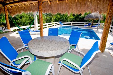Outdoor dining area at La Via 5 BR Akumal vacation rental villa