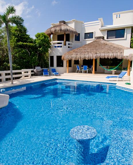 Exterior and pool view of La Via 5 BR Akumal vacation rental villa