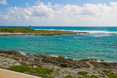 Pathway to the ocean at  Las Vigas 2 BR Akumal vacation rental villa